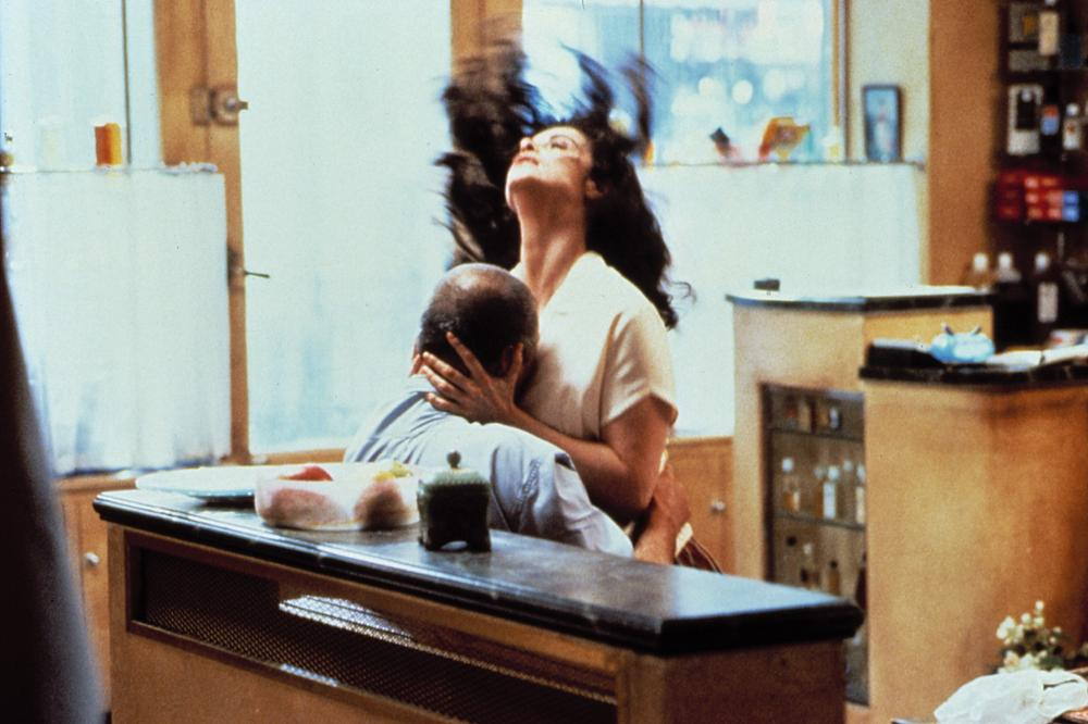 THE HAIRDRESSER'S HUSBAND, (aka Le Mari de la Coiffeuse), Jean Rochefort, Anna Galiena, 1990